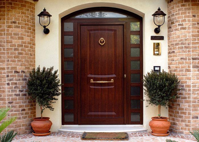 хорошая входная дверь в дом